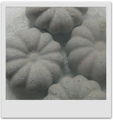 Bombes de bain moussantes à la framboise : recettes de cosmétiques naturels maison avec macosmetoperso