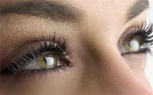Sérum lissant correcteur anti-âge contour des yeux : recettes de cosmétiques naturels maison avec macosmetoperso.com