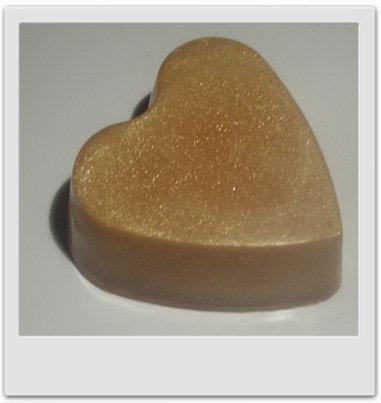 Savon doré au jasmin : recettes de cosmétiques naturels maison avec MaCosmetoPerso