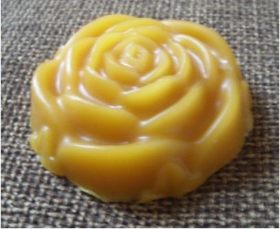 Savon à la cire de jasmin et à l'ylang ylang : recettes de cosmétiques naturels maison avec macosmetoperso