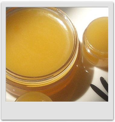 Baume pour les mains douceur de soie aux cires florales - recettes de cosmétiques maison avec MaCosmetoPerso