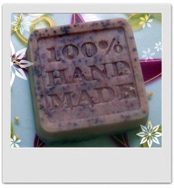 Nettoyant visage exfoliant doux cranberry : recette de cosmétique maison avec MaCosmetoPerso