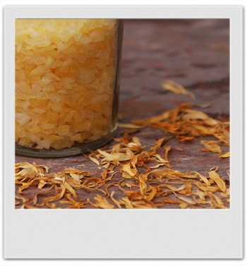 Sels de bain sucrés après soleil buriti & calendula : recette de cosmétique naturel maison avec MaCosmetoPerso