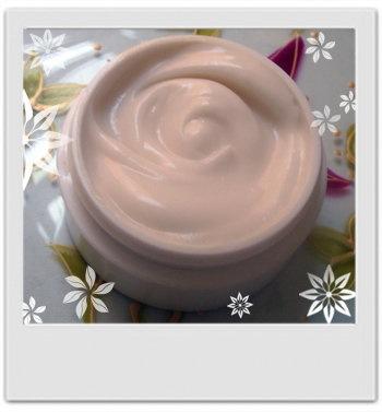 Crème corporelle douceur sucrée à la vanille, miel et frangipanier : recette de cosmétique maison avec MaCosmetoPerso