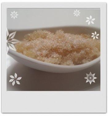 Crumble de douche rose exfoliant et moussant : recette de cosmétique maison avec MaCosmetoPerso