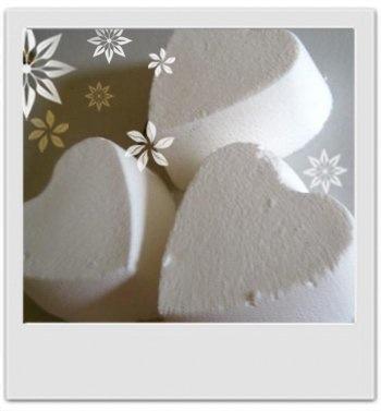 Galets de bain effervescents ylang ylang et jasmin : recette de cosmétique maison avec MaCosmetoPerso