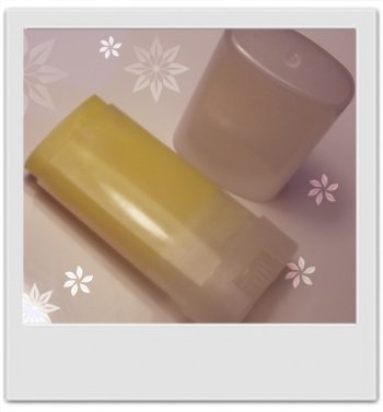 Baume en stick délice floral (corps et mains) : recette de cosmétique maison avec MaCosmetoPersp